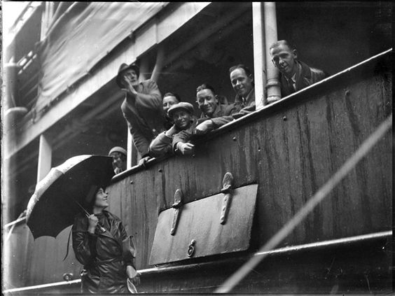 94/63/132/15	Glass negative, quarter plate, woman farewelling ship  	passengers [Eric Sheldon's band?], Thomas Lennon, Sydney,  	Australia, 1934